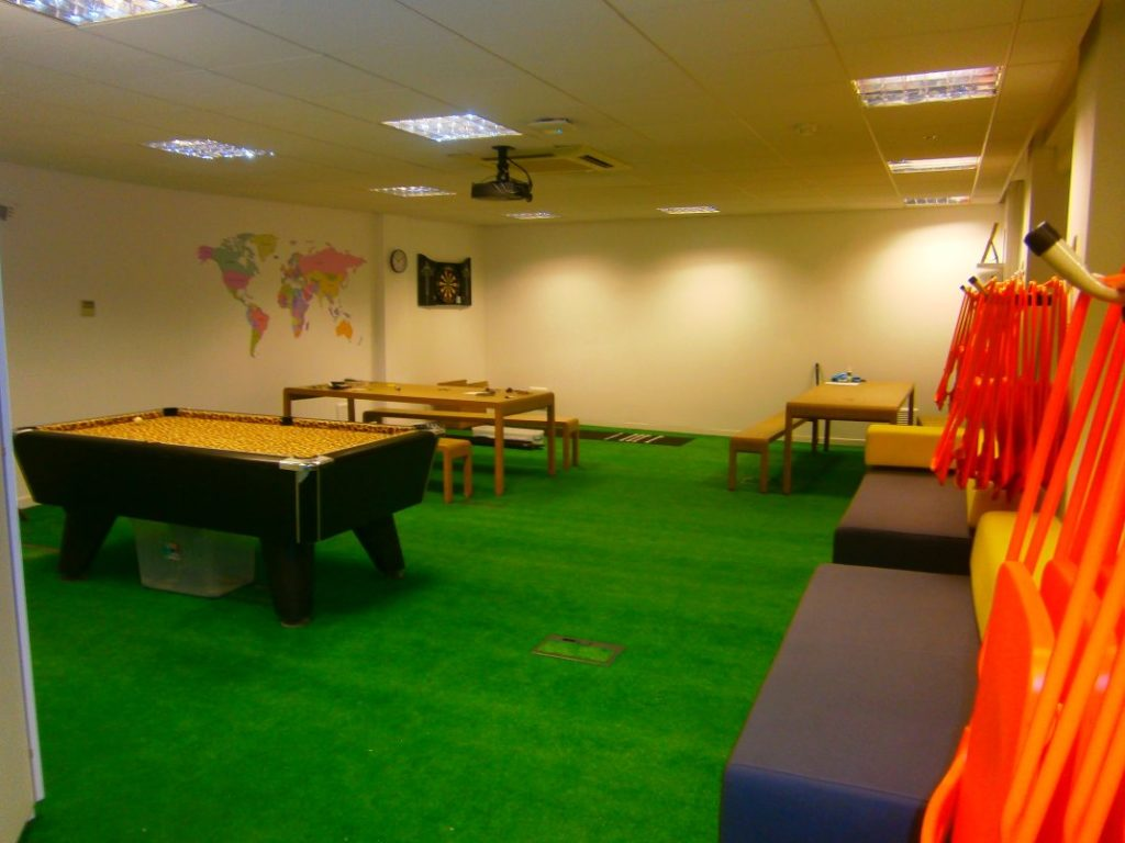 Office recreation space with AstroTurf flooring 01