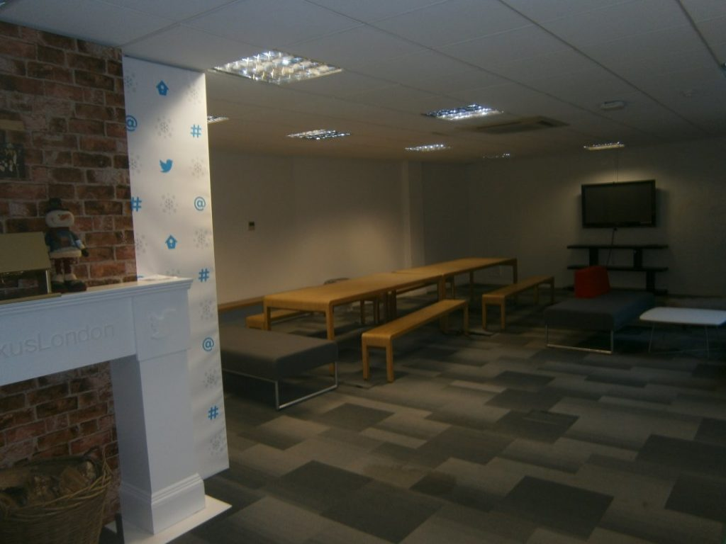 Office recreation space with AstroTurf flooring 02